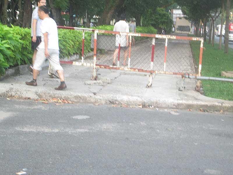 Cần thay rào chắn ở Công viên Lê Văn Tám Ảnh 2
