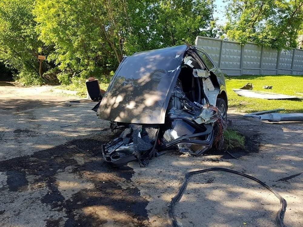 Audi Q7 đâm vào cột đèn, thân xe đứt làm đôi Ảnh 5