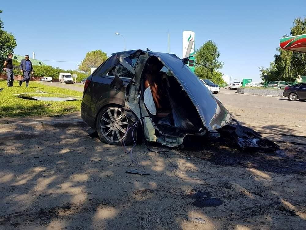 Audi Q7 đâm vào cột đèn, thân xe đứt làm đôi Ảnh 2