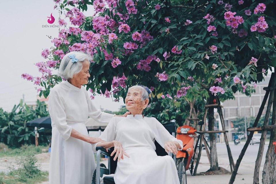 Bộ ảnh du lịch Đà Lạt của 'đôi bạn già' u80 gây sốt CĐM Ảnh 8