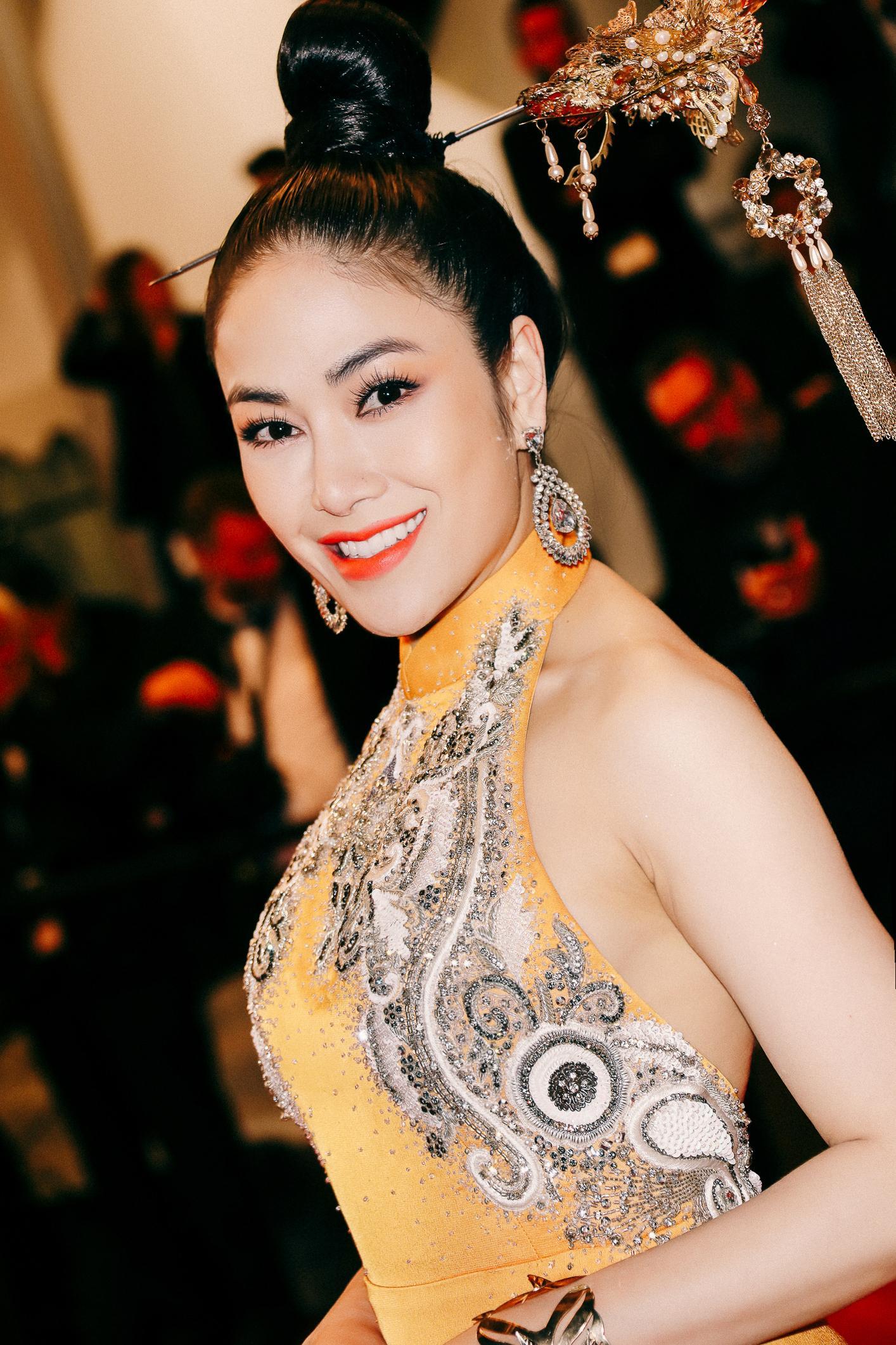 Sau Ngọc Trinh, thêm một người đẹp Việt 'náo loạn' thảm đỏ Cannes 2019 Ảnh 4