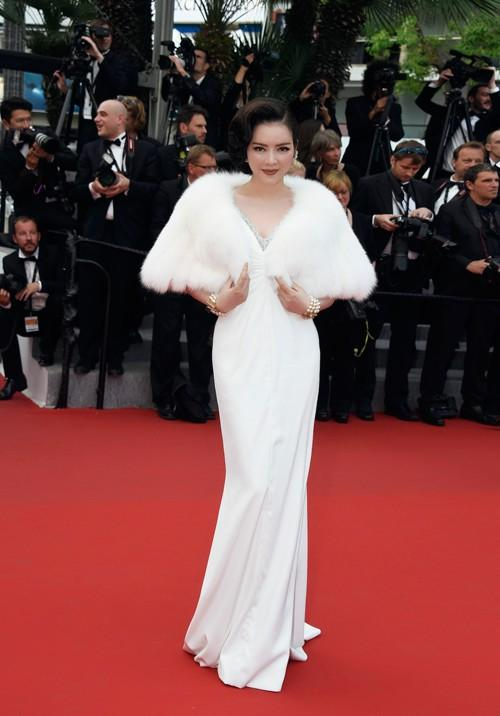 Không mặc hở hang như Ngọc Trinh, Lý Nhã Kỳ vẫn gây náo loạn thảm đỏ Cannes suốt 5 năm Ảnh 6