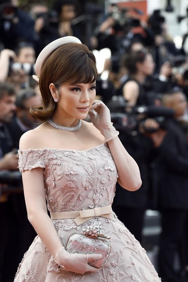 Không mặc hở hang như Ngọc Trinh, Lý Nhã Kỳ vẫn gây náo loạn thảm đỏ Cannes suốt 5 năm Ảnh 10