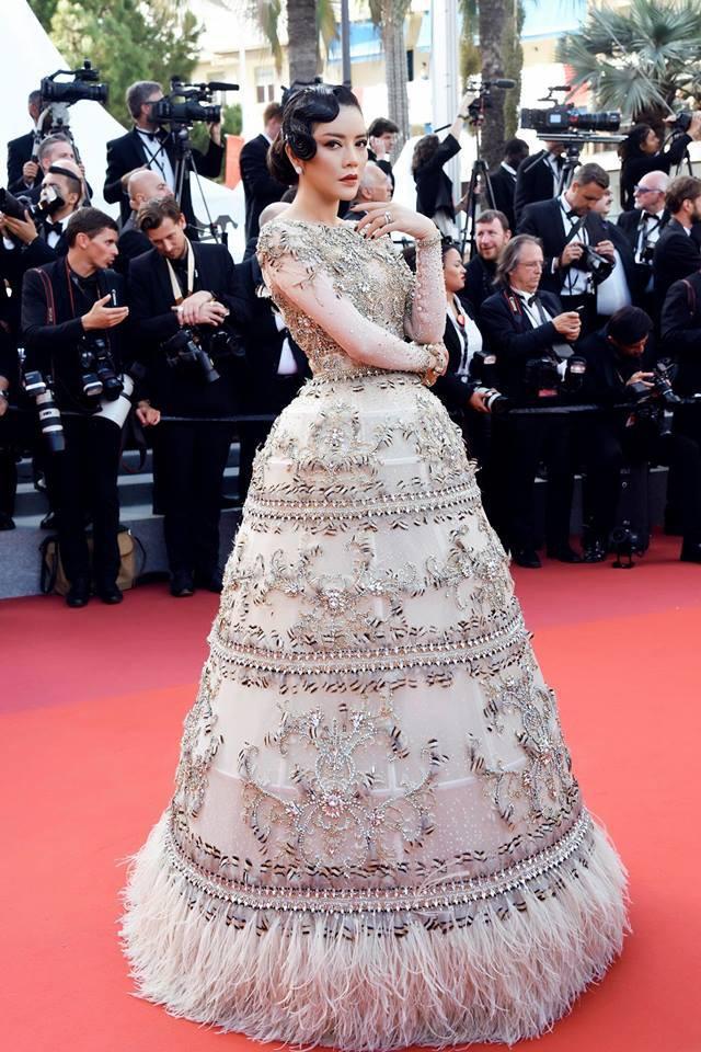 Không mặc hở hang như Ngọc Trinh, Lý Nhã Kỳ vẫn gây náo loạn thảm đỏ Cannes suốt 5 năm Ảnh 17