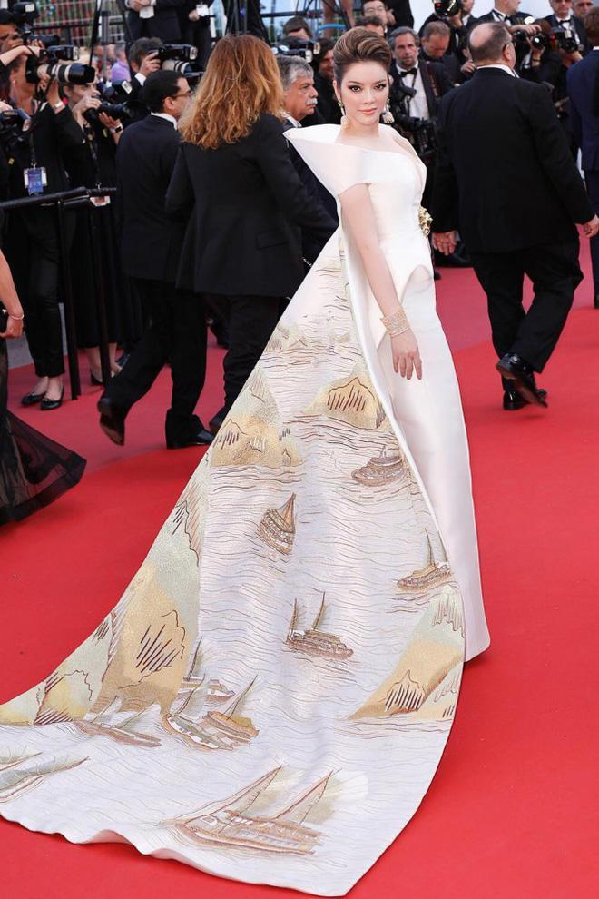 Không mặc hở hang như Ngọc Trinh, Lý Nhã Kỳ vẫn gây náo loạn thảm đỏ Cannes suốt 5 năm Ảnh 15