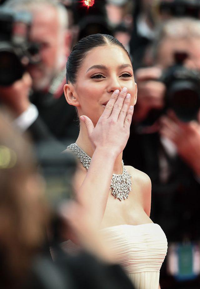 Tình trẻ của Leonardo DiCaprio hóa công chúa lộng lẫy trên thảm đỏ Ảnh 4