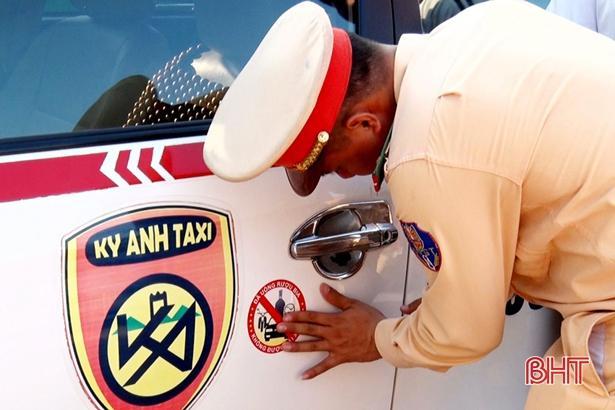 500 ô tô được dán sticker 'Đã uống rượu bia, không được lái xe' Ảnh 2