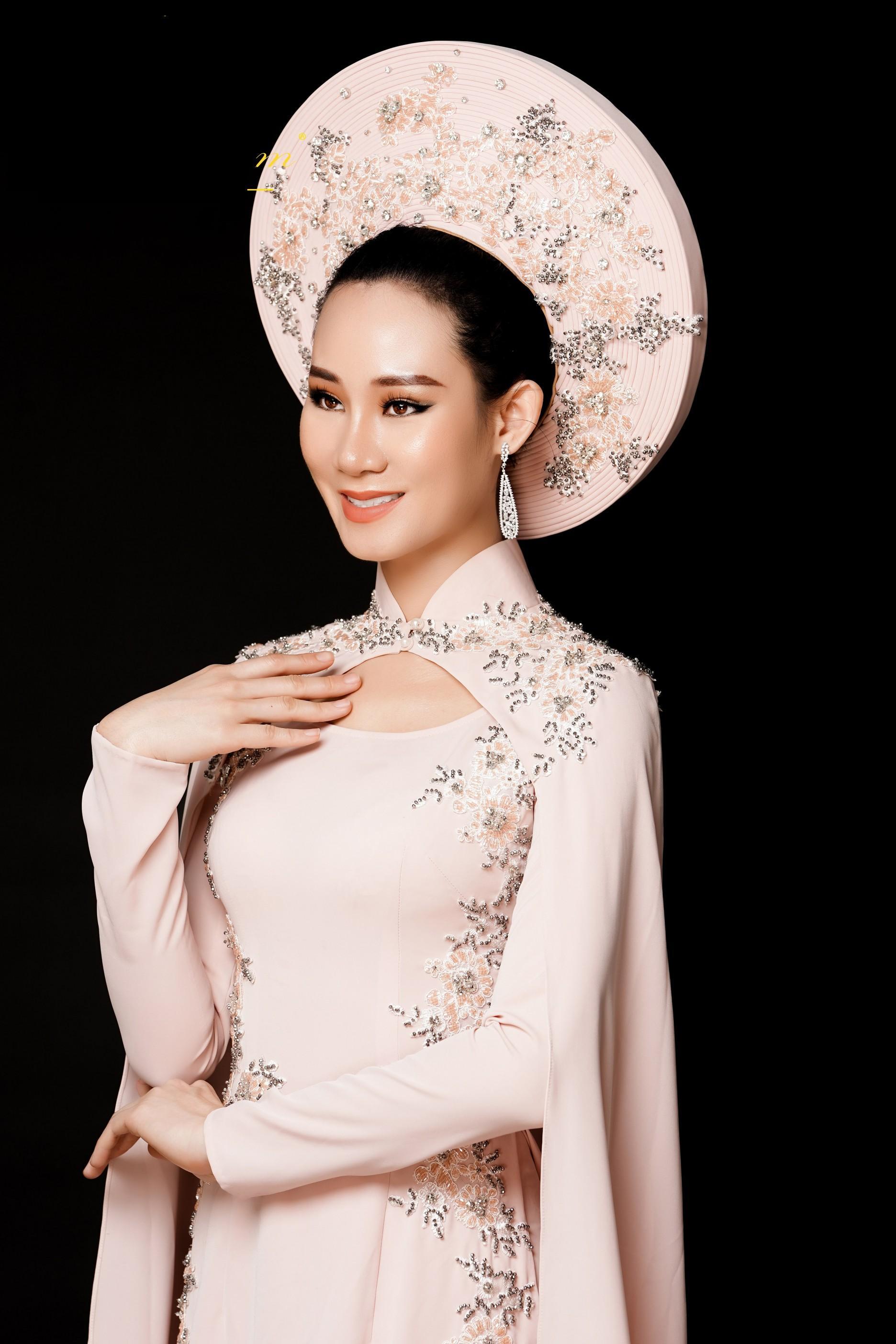 Phạm Lan Anh chọn áo dài tranh tài tại Hoa hậu Du lịch Thế giới 2019 Ảnh 5