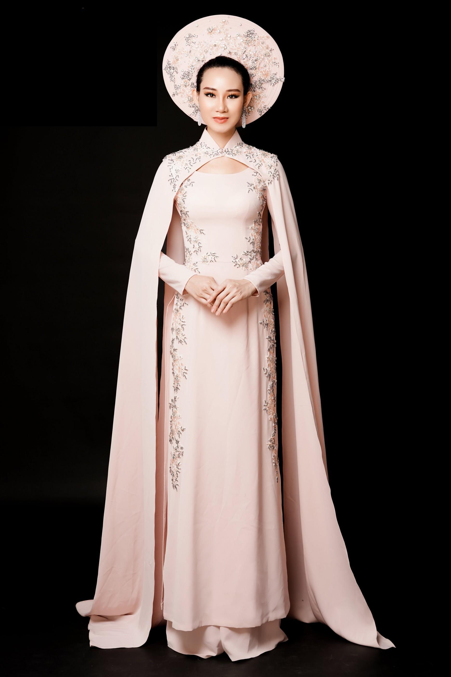 Phạm Lan Anh chọn áo dài tranh tài tại Hoa hậu Du lịch Thế giới 2019 Ảnh 1