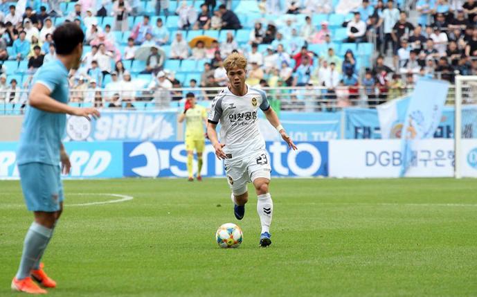 Đội bóng của Công Phượng thắng kịch tính Jeju Utd Ảnh 1