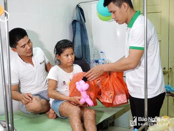 Hàng trăm bệnh nhi Nghệ An vui Tết Thiếu nhi tại bệnh viện Ảnh 5