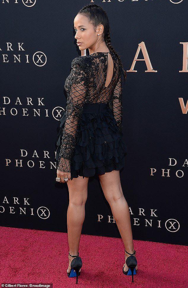 Nữ diễn viên 'đốt cháy' thảm đỏ với mốt lưới lộ nguyên vòng 1 Ảnh 4