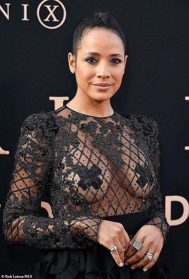 Nữ diễn viên 'đốt cháy' thảm đỏ với mốt lưới lộ nguyên vòng 1 Ảnh 8