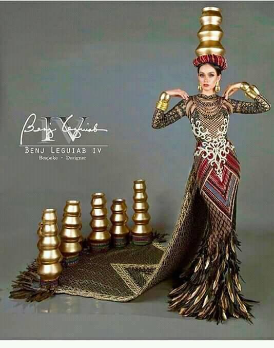 Vừa lên sóng, trang phục dân tộc dành cho Hoàng Thùy bị fan Việt và Indonesia tố đạo nhái ý tưởng Ảnh 11