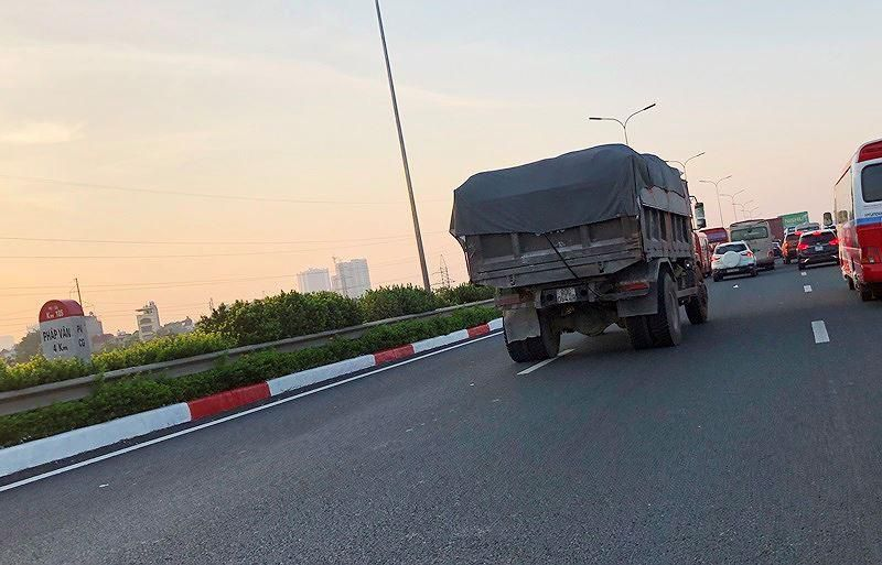 Trạm BOT Pháp Vân - Cầu Giẽ tắc kéo dài trước giờ 'bị dừng' thu phí Ảnh 8