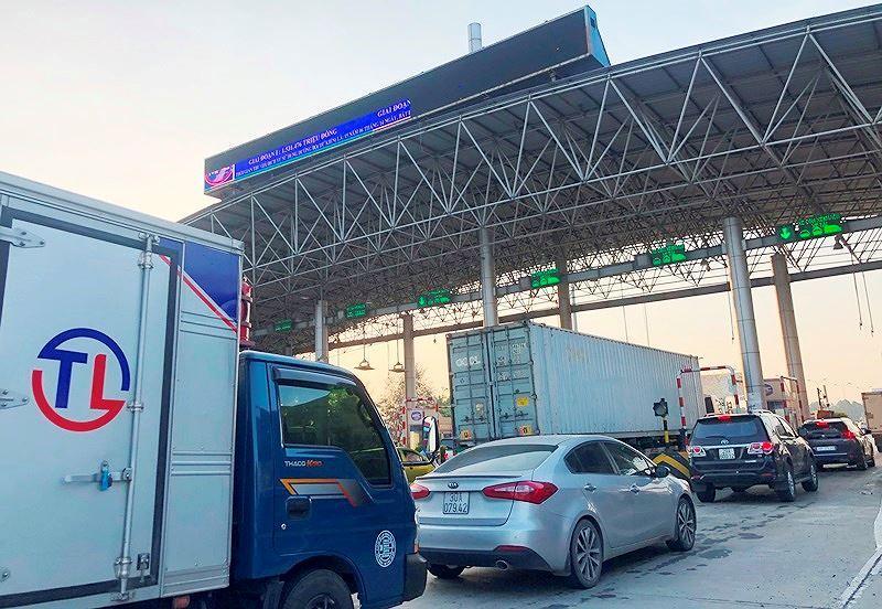 Trạm BOT Pháp Vân - Cầu Giẽ tắc kéo dài trước giờ 'bị dừng' thu phí Ảnh 6