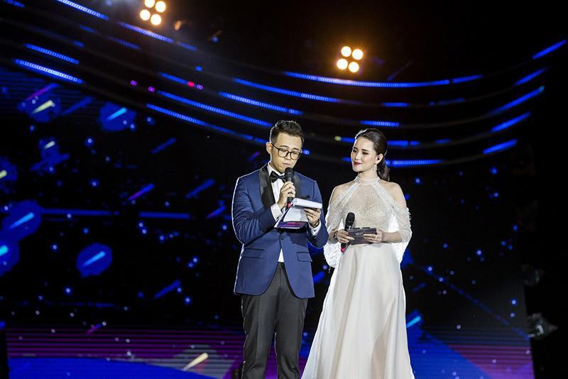 MC Huyền Châu rạng rỡ sánh đôi Đức Bảo tại sự kiện ở Đà Nẵng Ảnh 4