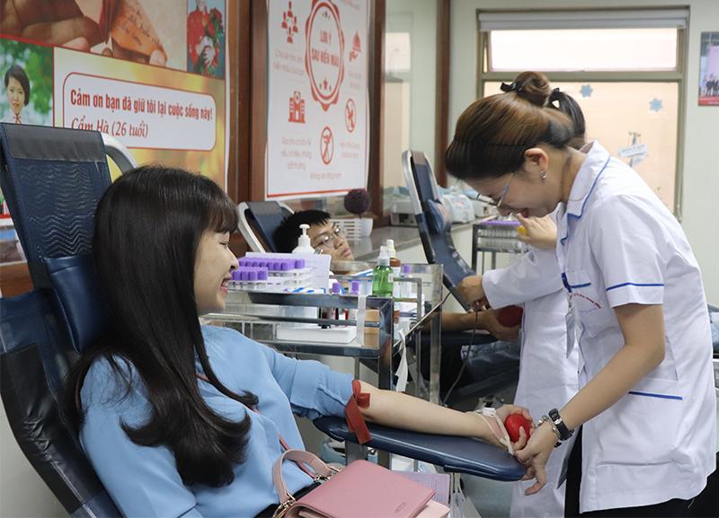 Hà Nội tôn vinh hơn 100 cá nhân, gia đình hiến máu tiêu biểu Ảnh 2