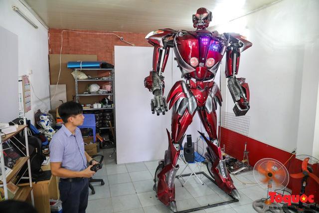 Chiêm ngưỡng Robot 'Siêu to, khổng lồ' được chế tạo từ rác thải nhựa Ảnh 1