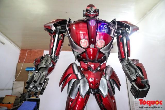 Chiêm ngưỡng Robot 'Siêu to, khổng lồ' được chế tạo từ rác thải nhựa Ảnh 2