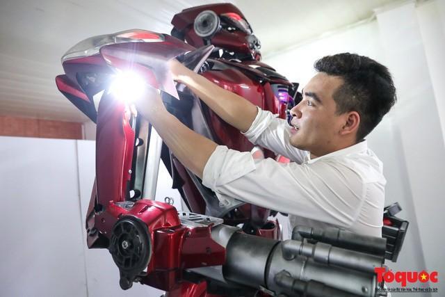 Chiêm ngưỡng Robot 'Siêu to, khổng lồ' được chế tạo từ rác thải nhựa Ảnh 9