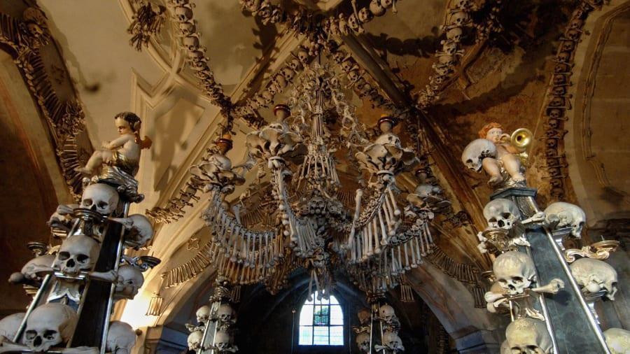 Nhà thờ 'ác mộng' được xây dựng từ 40.000 bộ xương người Ảnh 1