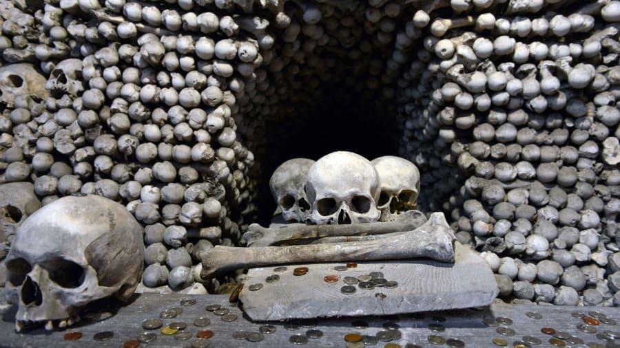 Nhà thờ 'ác mộng' được xây dựng từ 40.000 bộ xương người Ảnh 9