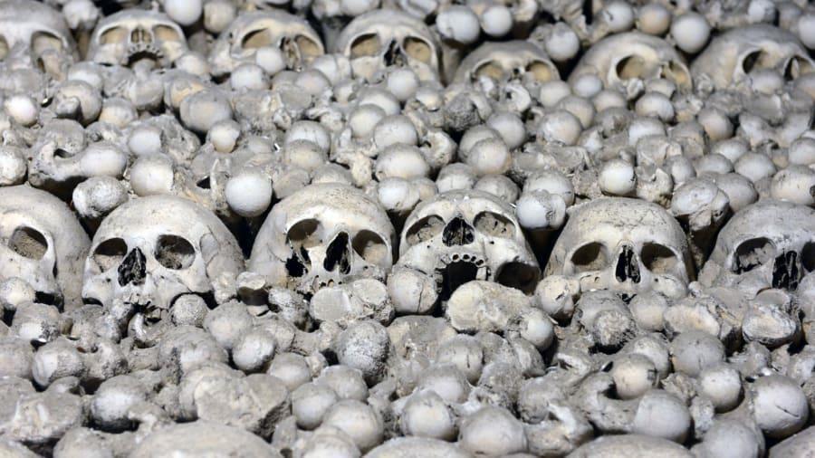 Nhà thờ 'ác mộng' được xây dựng từ 40.000 bộ xương người Ảnh 2