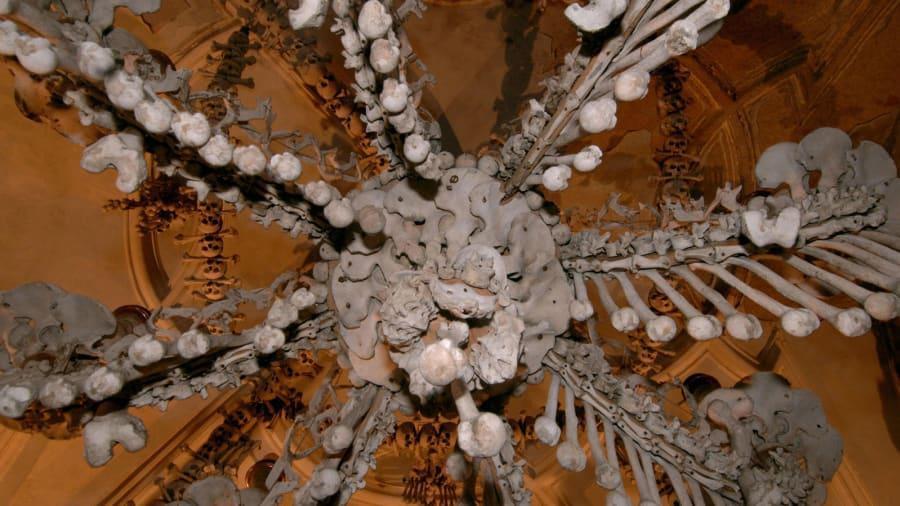 Nhà thờ 'ác mộng' được xây dựng từ 40.000 bộ xương người Ảnh 3