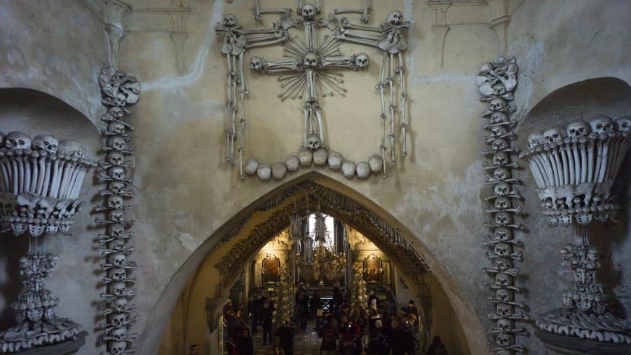 Nhà thờ 'ác mộng' được xây dựng từ 40.000 bộ xương người Ảnh 4