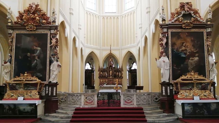 Nhà thờ 'ác mộng' được xây dựng từ 40.000 bộ xương người Ảnh 10