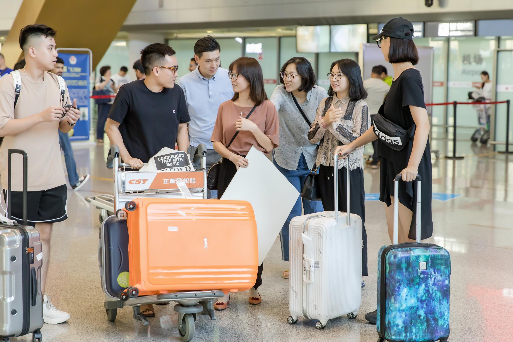Hồng Quế trình diễn cho NTK Hà Duy tại Trung Quốc Ảnh 2