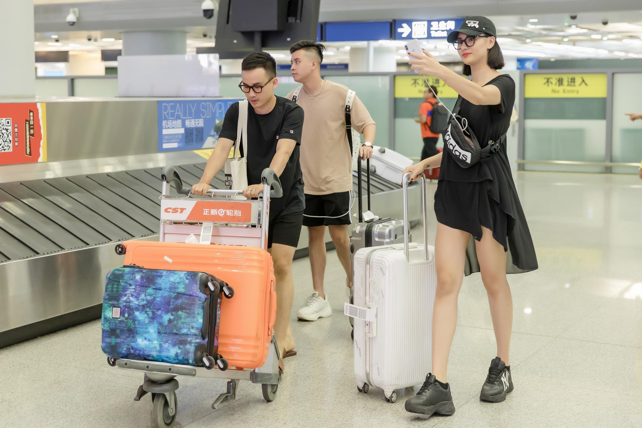 Hồng Quế trình diễn cho NTK Hà Duy tại Trung Quốc Ảnh 6