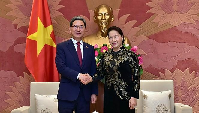 Chủ tịch Quốc hội tiếp Chủ tịch Nhóm Nghị sĩ hữu nghị Hàn Quốc - Việt Nam Ảnh 1