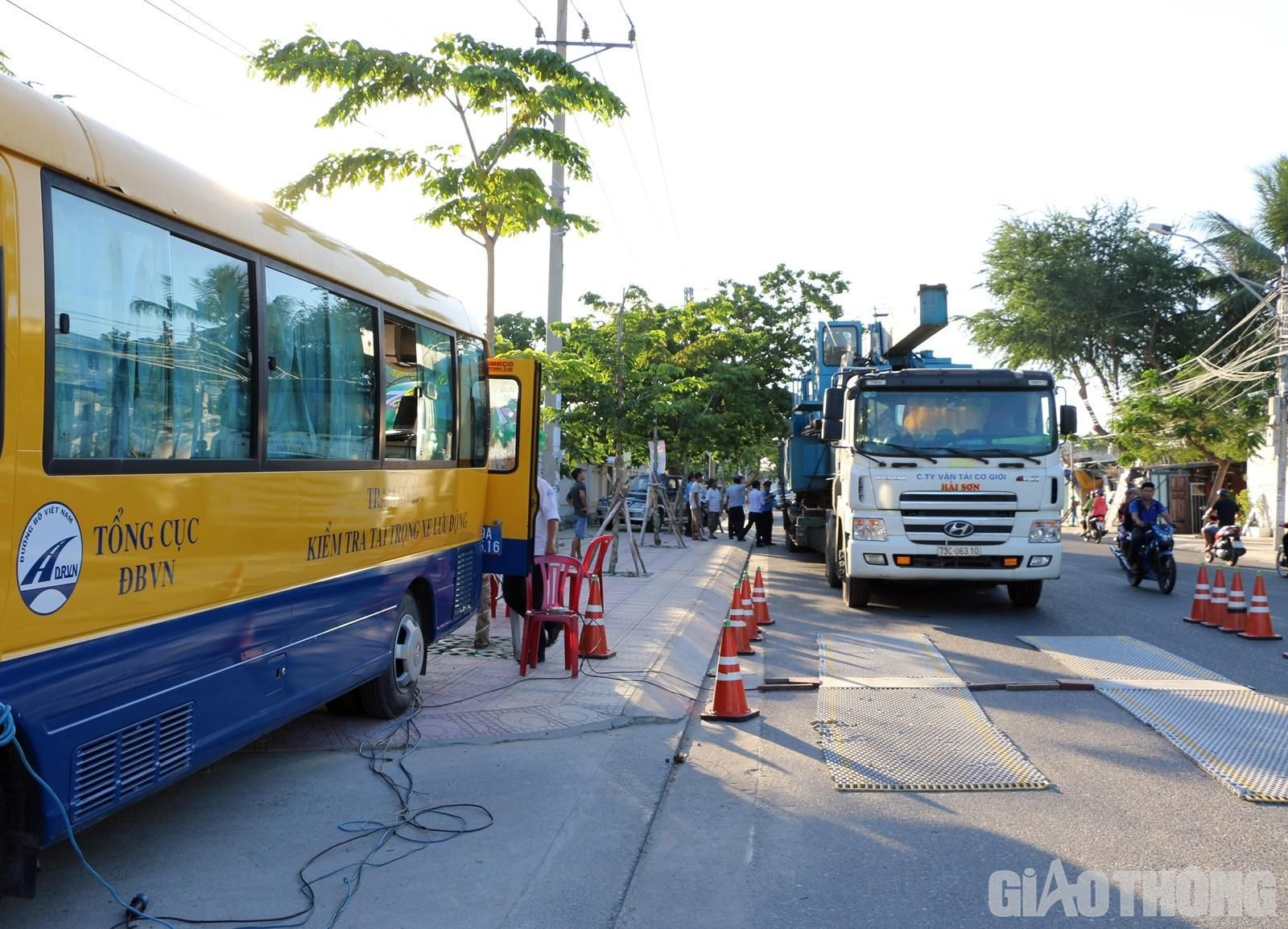 Đoàn xe 'khủng' ở Nha Trang bị phạt gần 140 triệu đồng Ảnh 1