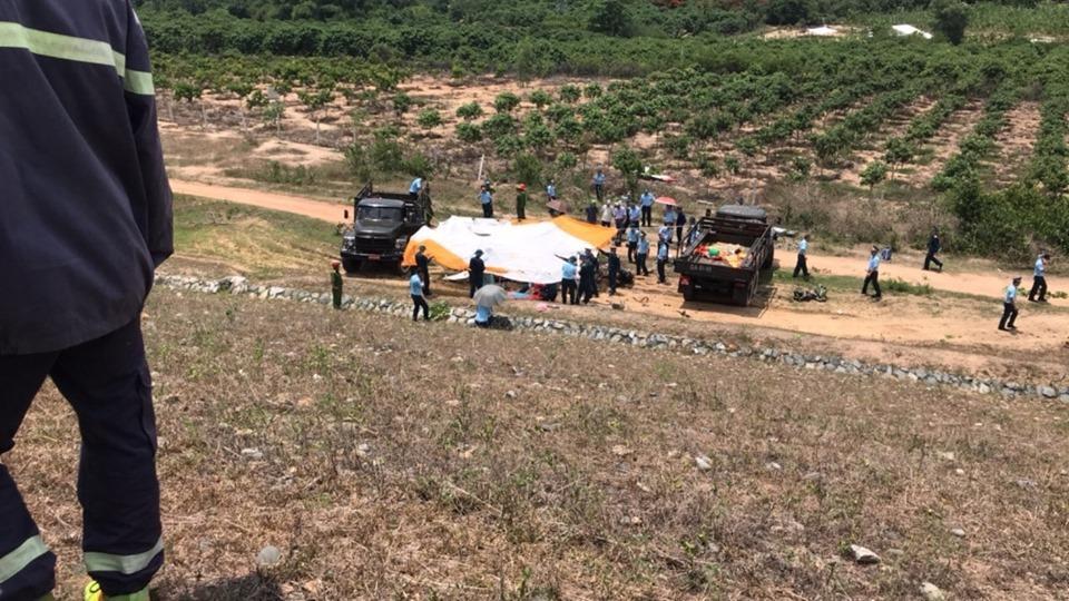 CLIP: Hiện trường vụ rơi máy bay ở Khánh Hòa, 2 phi công tử nạn Ảnh 1