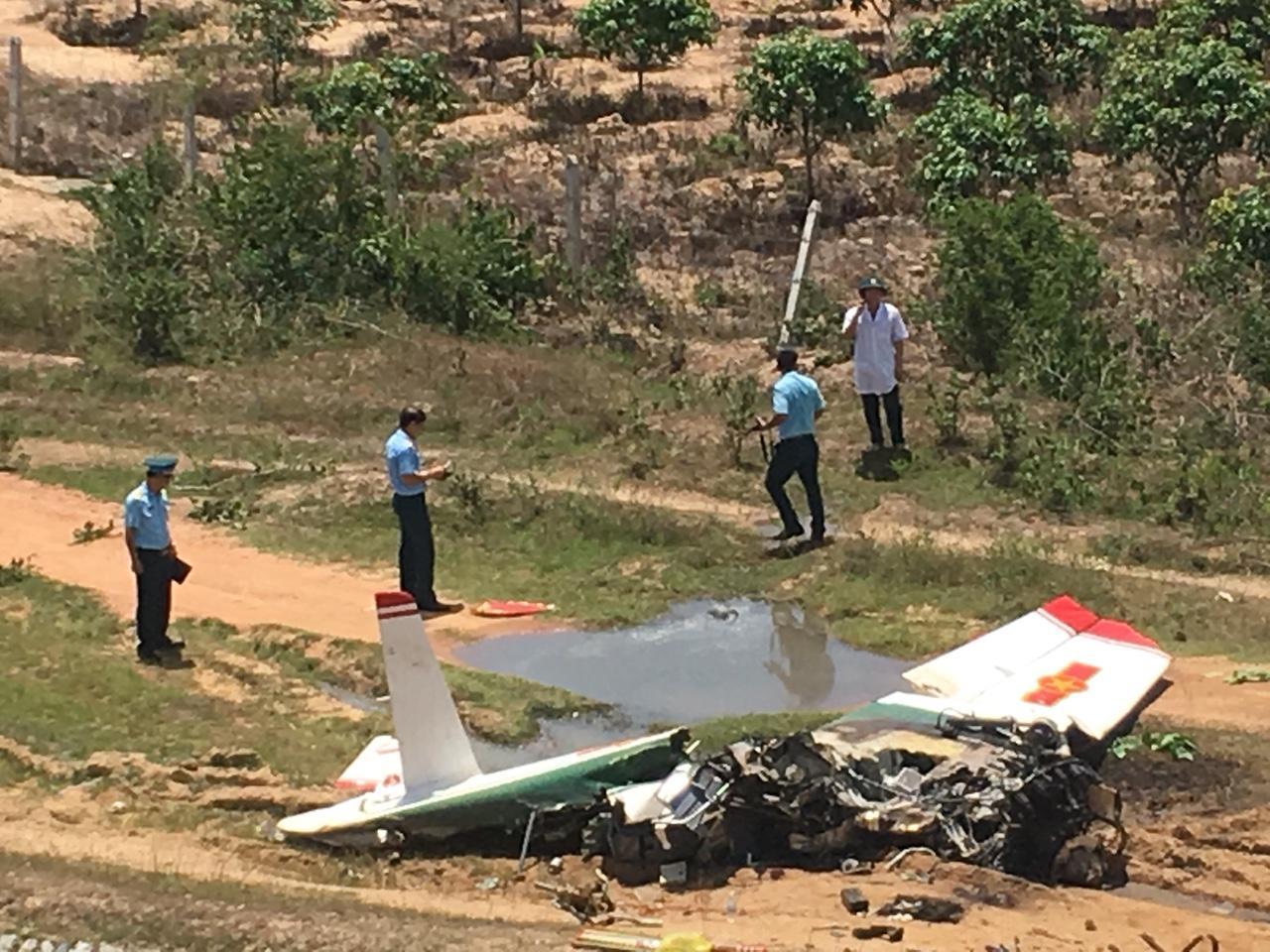 CLIP: Hiện trường vụ rơi máy bay ở Khánh Hòa, 2 phi công tử nạn Ảnh 3