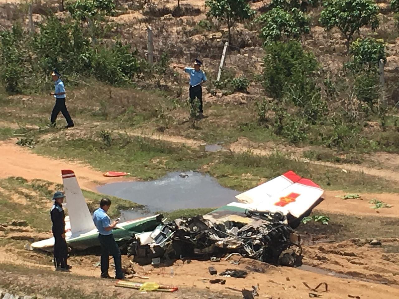 CLIP: Hiện trường vụ rơi máy bay ở Khánh Hòa, 2 phi công tử nạn Ảnh 2