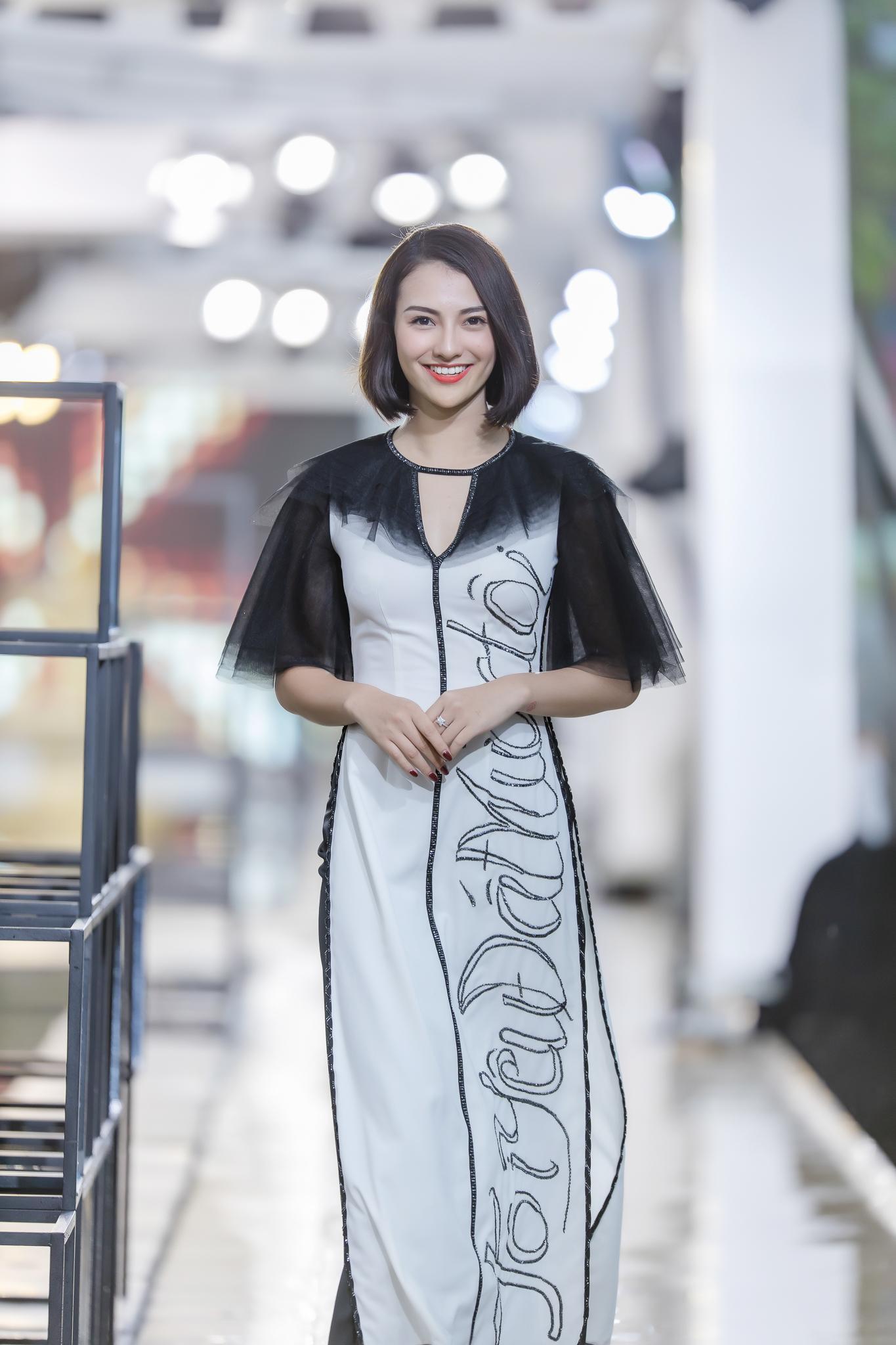 Hồng Quế diện áo dài Hà Duy, catwalk nổi bật giữa dàn mẫu Trung Quốc Ảnh 7