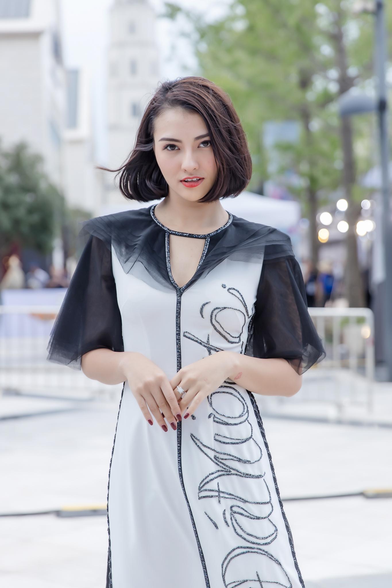 Hồng Quế diện áo dài Hà Duy, catwalk nổi bật giữa dàn mẫu Trung Quốc Ảnh 3