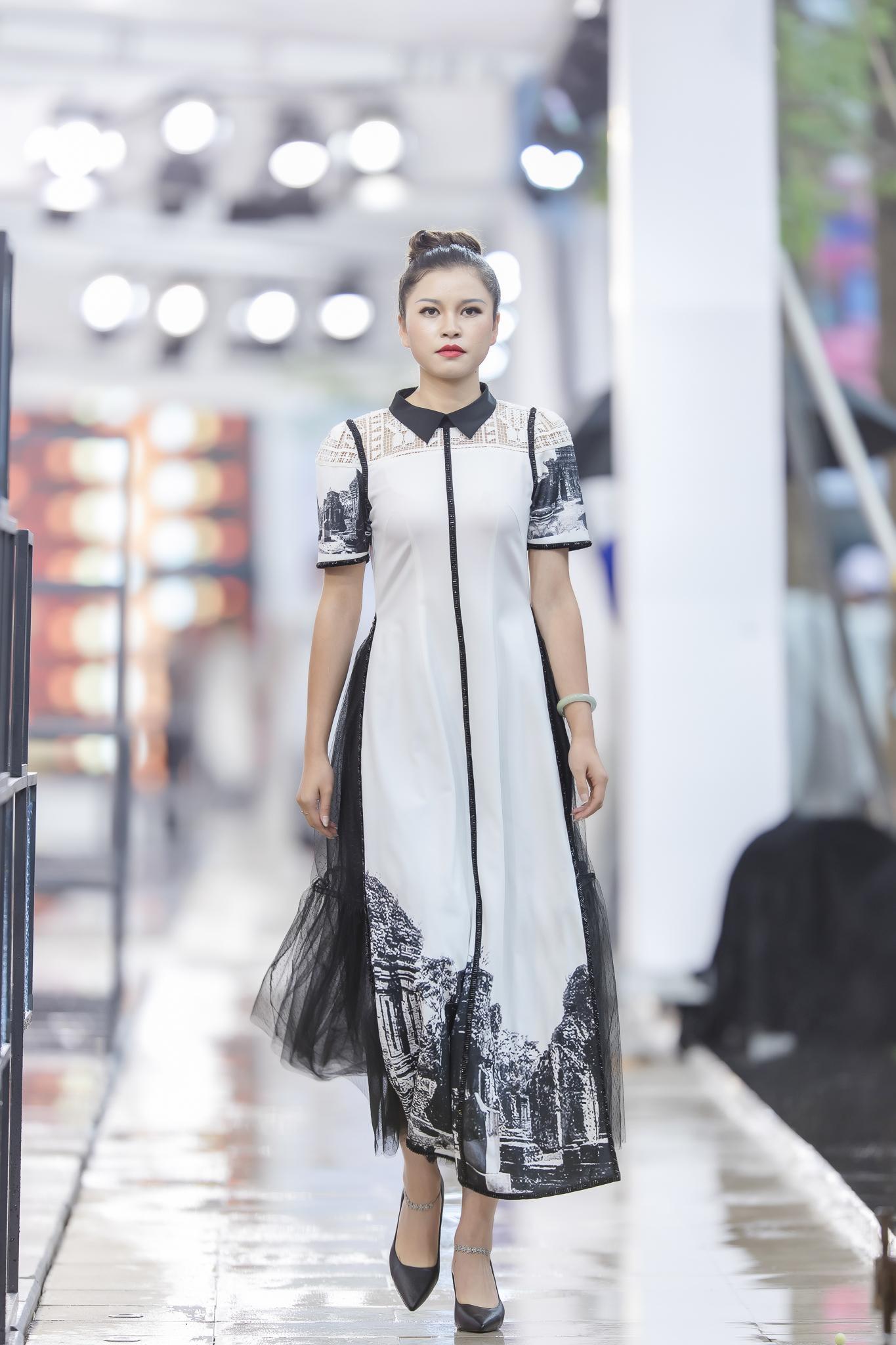Hồng Quế diện áo dài Hà Duy, catwalk nổi bật giữa dàn mẫu Trung Quốc Ảnh 10