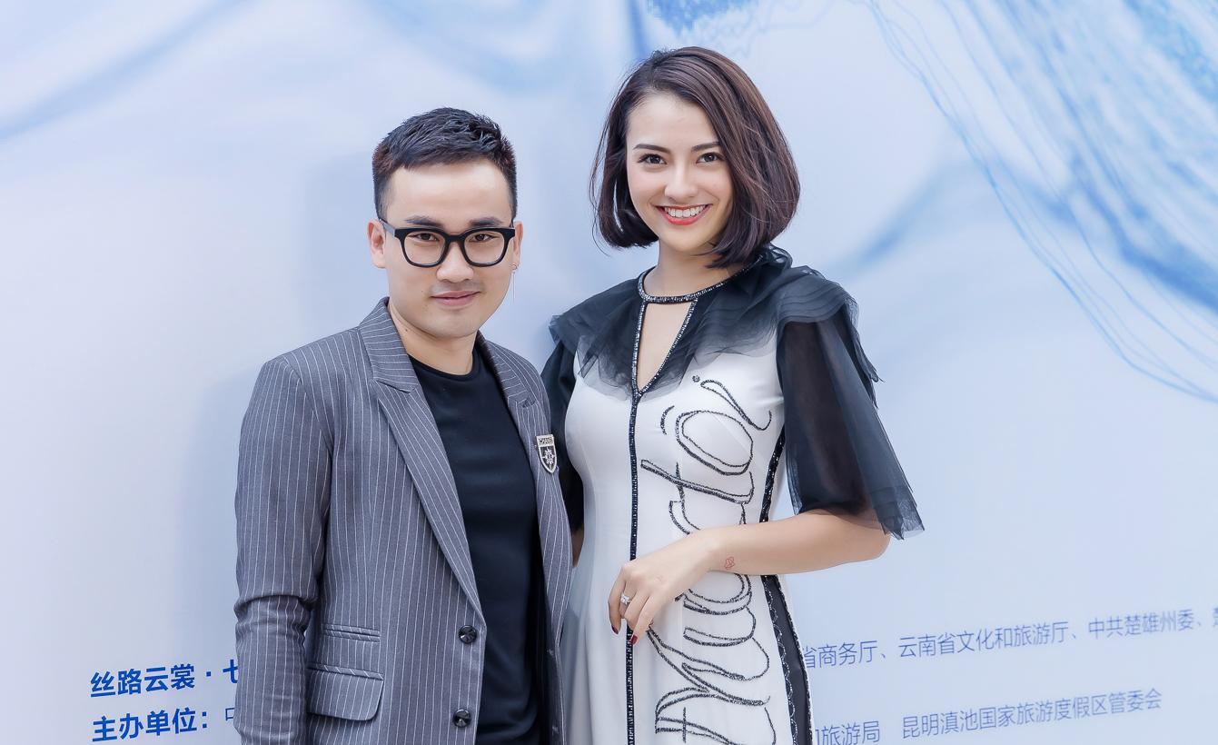 Hồng Quế diện áo dài Hà Duy, catwalk nổi bật giữa dàn mẫu Trung Quốc Ảnh 1