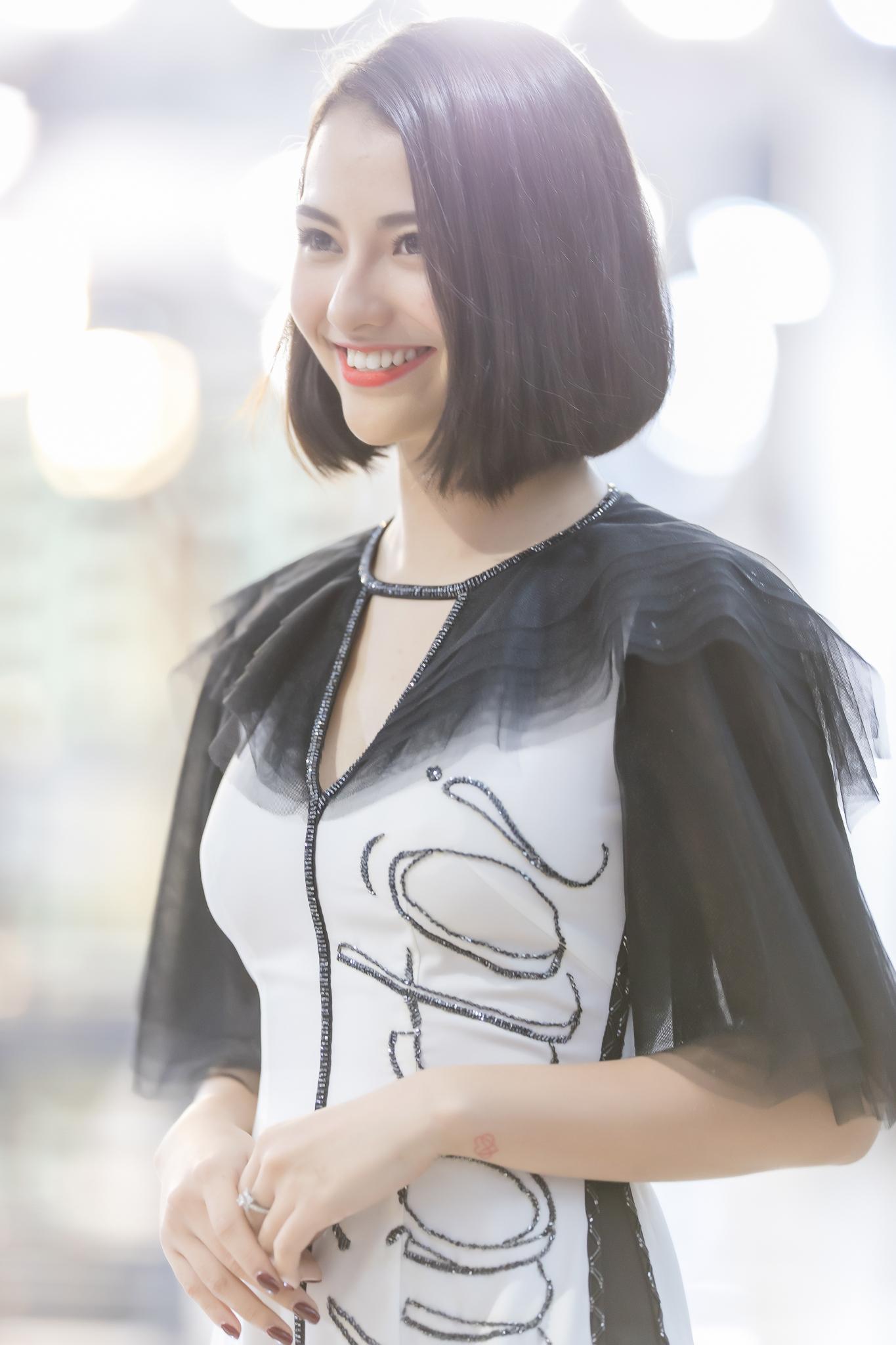 Hồng Quế diện áo dài Hà Duy, catwalk nổi bật giữa dàn mẫu Trung Quốc Ảnh 8