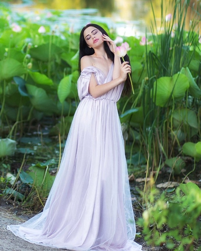 Những cô gái ngoại quốc 'đốn tim' người nhìn vì đẹp như nữ thần bên sen Ảnh 13