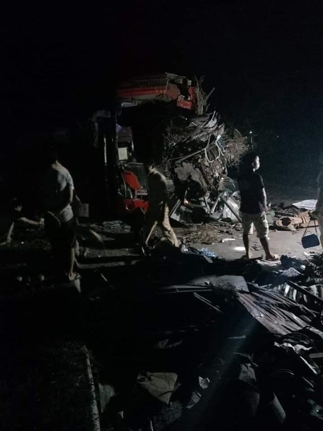 Tai nạn thảm khốc: Xe tải đâm nát xe khách giường nằm Điện Biên, nhiều người thương vong Ảnh 5