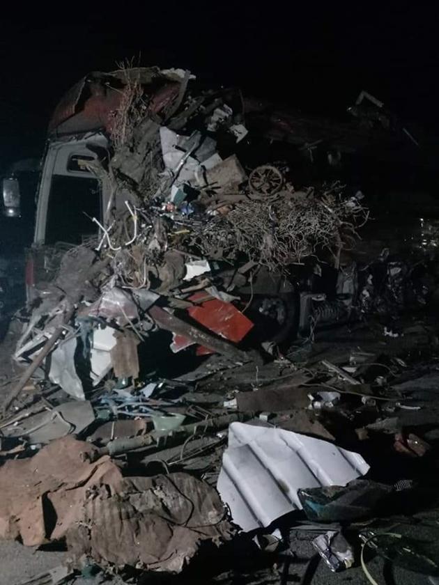 Tai nạn thảm khốc: Xe tải đâm nát xe khách giường nằm Điện Biên, nhiều người thương vong Ảnh 3