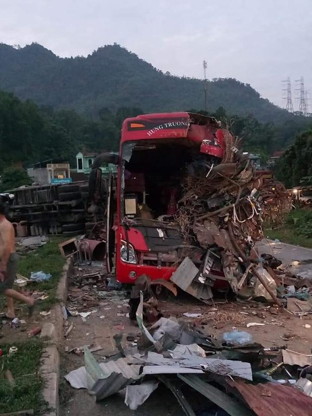 Tai nạn thảm khốc: Xe tải đâm nát xe khách giường nằm Điện Biên, nhiều người thương vong Ảnh 4