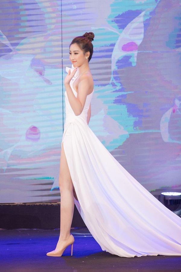 Ngạc nhiên chưa, Hoa hậu Đỗ Mỹ Linh thăng hạng nhan sắc sau thời gian lăn lộn ghi hình chương trình thực tế Ảnh 6