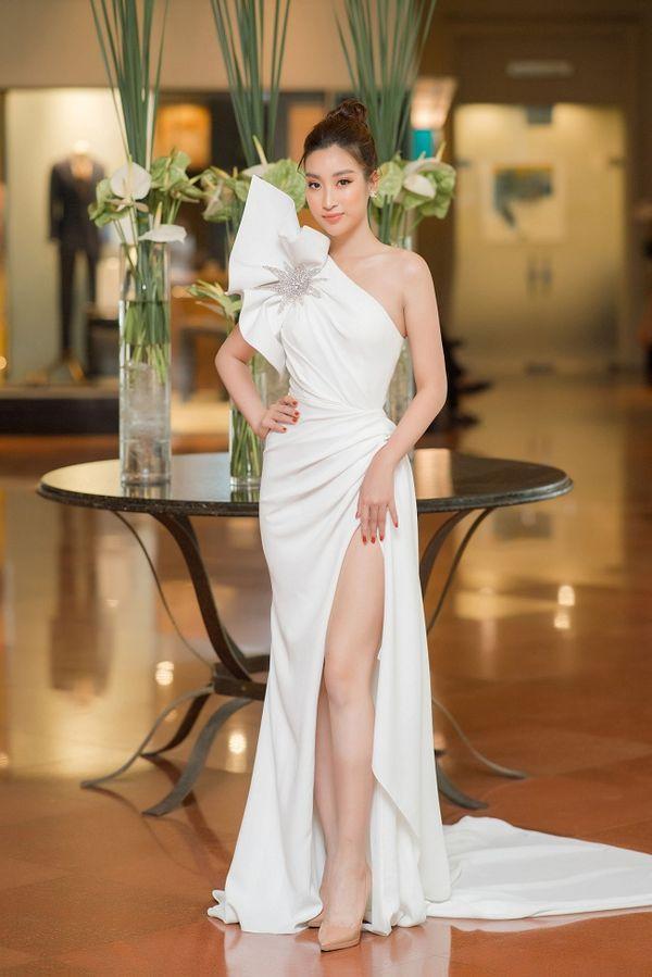 Ngạc nhiên chưa, Hoa hậu Đỗ Mỹ Linh thăng hạng nhan sắc sau thời gian lăn lộn ghi hình chương trình thực tế Ảnh 1