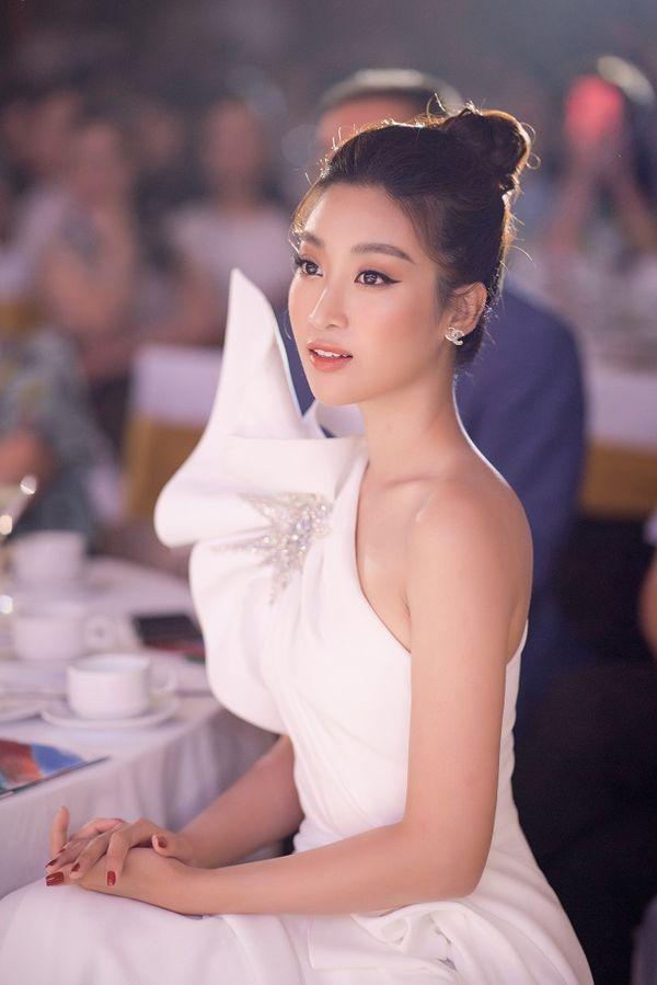 Ngạc nhiên chưa, Hoa hậu Đỗ Mỹ Linh thăng hạng nhan sắc sau thời gian lăn lộn ghi hình chương trình thực tế Ảnh 5